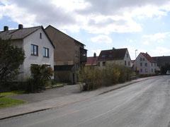 Gleicher Blickwinkel 2012, von der Mühle steht nur noch der Turm, das Wohnhaus wurde abgerissen, ein neues 1958 erbaut