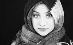Portrait in schwarz weiß by Sebastian Pintea