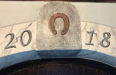 Marmoriert, gestupft und das Hufeisen mit Initialen - das verdrehte Hufeisen hat auch eine spezielle Bedeutung