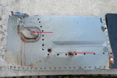 Das herausgetrennte Spritzblech nochmal im Detail, deutlich zu sehen: die Durchrostungen