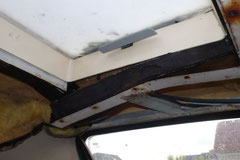 Sind die Dachluken lange Zeit undicht, treibt Schimmel und Fäulnis sein Unwesen