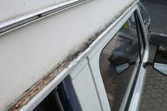 Das A und O beim Hochdachbus: Ist die Dachrinne morsch, sollte man vom Kauf absehen. Zur fachgerechten aufwendigen Sanierung muß das Dach entfernt werden