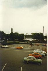 Parkplatz am Kölner Hbf mit Blick auf den Rhein und die Messe