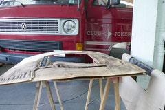 Beim Hochdachbus kann eine undichte Dachluke die kompletten Verkleidungen zerstören.
