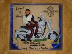 Marzipan-Motorrad im Relief