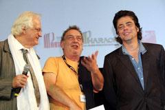 Stephen FREARS entouré de Bertrand TAVERNIER et  Benicio DEL TORO - Festival Lumière 2011 © Anik COUBLE