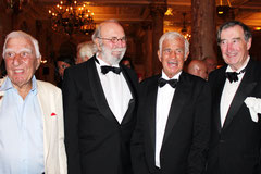 Jean-Paul BELMONDO et ses amis - Festival de Cannes 2011 - Photo © Anik COUBLE