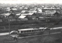 """Трамвайная линия в районе остановки """"Микрорайон Бумажников""""."""