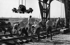 Строительство трамвайных путей на развязке проспекта им. Х. Туфана. 1973 год. Фото Анри Картье-Брессона