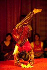 Acrobate du cirque Romanès