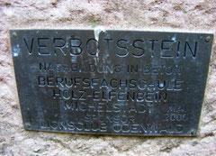 Hinweisschild auf Kopie des Steines