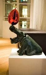 L'hippo et son ballon-Bronze de Philippe Berry-H:78X75X33 environ-E.A- galerie d'art Biot-Valbonne