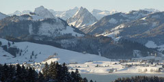 Ausblick vom Restaurant Körnlisegg über den Sihlsee, Einsiedeln und die Mythen