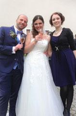 Hochzeitssängerin Juli mit Brautpaar Michaela und Mirco