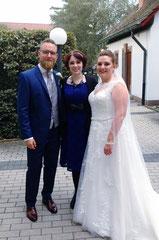 Hochzeitssängerin Juli mit Brautpaar Sabrina und Michael