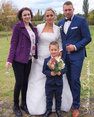 © Annas Knipserei: Hochzeitssängerin Juli mit Delfine, Philipp und Finn