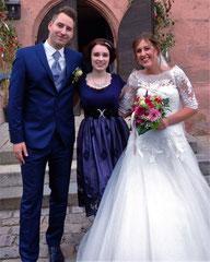 Hochzeitssängerin Juli mit Brautpaar Sandra und Martin