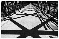 Caroline : Ombres sur le pont de Reynes