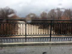 Philippe : Pont reliant St Jean pla de Corts à Maureillas un jour de crue