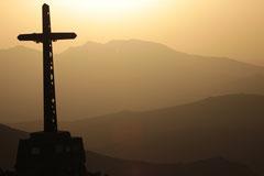Frank : En contre jour sur un fond de lever de soleil le Pic du Bastiment 2881 m d'altitude dans le Ripollès en Catalunya