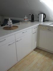 Nespresso Kapsel Maschine (Toaster und Quirl sind im Schrank)