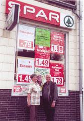 Ernst und Verena Bötte bei der Schließung am 31.5.2005