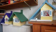 houten vogelhuisje beschilderd portret hond urne hond_4