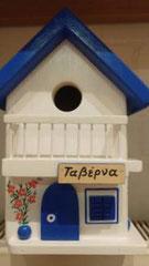 houten nestkastje beschilderd Grieks taverne met balkon_1