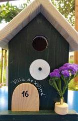 houten nestkastje woudgroen met vogels