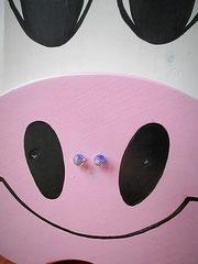 """Houten Nestkastje , """"Nestkastjes in vorm van een Koe wit-rosa, Details, Vogelhuisje bouwen ,  vogelhuisje Koe snoet met piercing blauw_1"""
