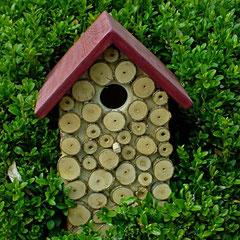 Houten Nestkastje, Nestkastje met hout bruin en groen, Details, Vogelhuisje bouwen ,  vogelhuisje met hout bruin en groen