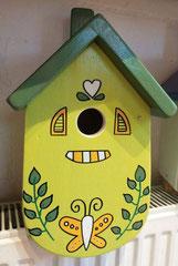 houten nestkastje beschilderd pastelkleuren_1