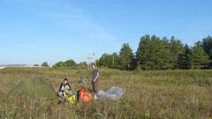 Premier réveil sous tente, dans la campagne Lituanienne.