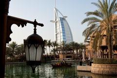 Dubai - Madinat Jumeirah Blick auf Burj Al Arab
