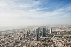 Dubai - Blick vom Burj Khalifa auf die Sheik Zayed Road