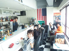 2014/3/17 セラピストTAKASHIのお店サブカルフーディーズ(中央町二丁目)に、みんなで遊びに行きました。