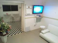 2012/08/15(水) みゆみゆのプライベートルームです なんだかカラオケルームみたいですね