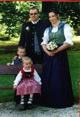 Brautpaar und Kinder