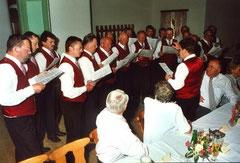Die Sängerrunde bei ihrem Auftritt