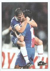 N° 021 - 1997-98 - PSG-Steaua Bucarest - .....Et congratulant son compatriote Leonardo