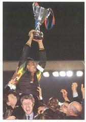 N° 026 et 027 - Bernard Lama porté en triomphe