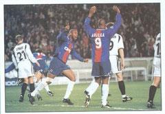 N° 024 - 2000-01 - PSG-Rosenborg - Anelka et Christian lèvent les bras. La qualification est bientôt assurée