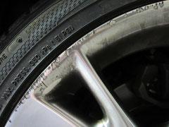 レクサス IS250 VersionS の純正ハイパーシルバーホイールのガリ傷・擦りキズ・欠けのリペア(修理・修復・再生)前かつ洗浄前のアップ写真①