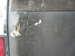 ドア内張り 破れ・傷・穴 リペア前
