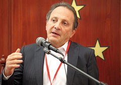 "Maurice Sosnowski ist der gegenwärtige Präsident des ""Comité de Coordination des Organisations Juive de Belgique (CCOJB)."