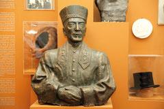 """Büste des letzten Rabbiners im Kongo, der zugleich Rabbiner des """"Conistoires"""" war."""