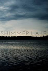 SHIMMER LAKE d'Oren Uziel •  Footprints Features - 2016 - USA •  Studio de doublage : BTI Studios •  Direction artistique : Pierre Valmy