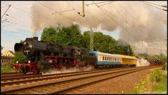 52 8080 führt den Lokzug in Richtung Freiberg an, ebenfalls am 23.08.2010.