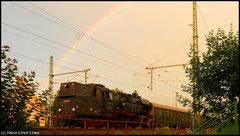 Im Abendlicht des 15.08.2010 rangiert 65 1049 in Niederwiesa.