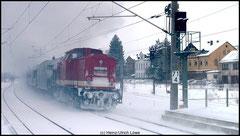 112 708 schiebt den Sonderzug am 13.02.2010 nach.